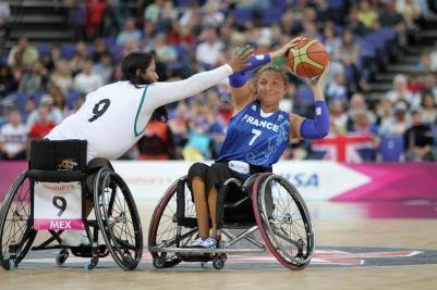Match de basket fauteuil. crédit : G-Picout 17 Photo header crédit : B-Loyseau